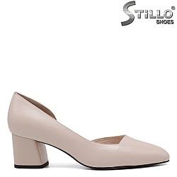 Асиметрични обувки на среден ток - 34654