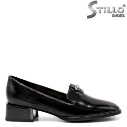 Кожени  обувки на нисък квадратен ток-34667