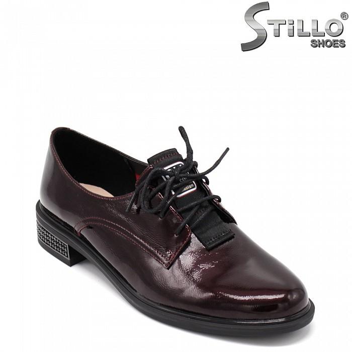 Лачени винени обувки с връзки - 34666