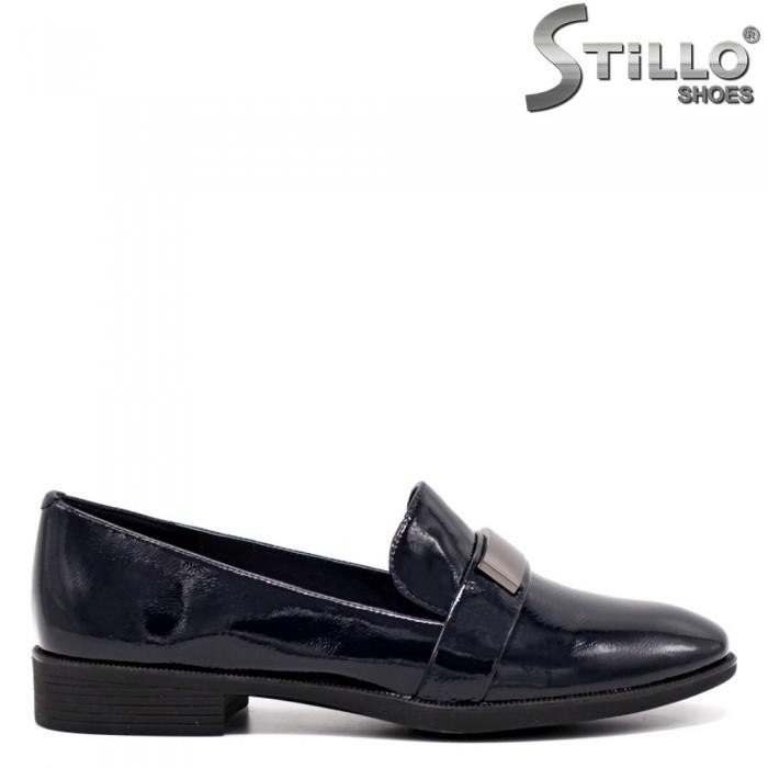 Сини лачени дамски обувки на нисък ток - 34670