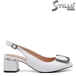 Бели обувки с отворена пета - 34676