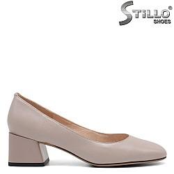Бежови обувки на среден ток - 34677