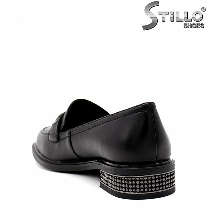 Дамски обувки на нисък ток с камъчета - 34678