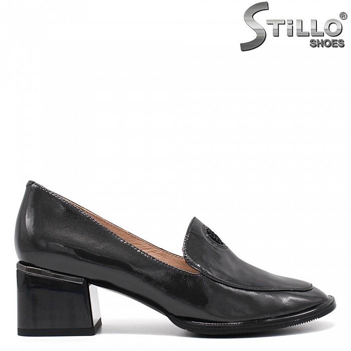 Пролетни обувки в сив лак - 34681