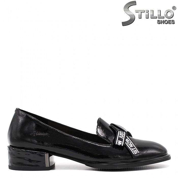 Пролетни затворени обувки с панделка - 34682