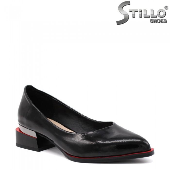 Елегантни лачени обувки на нисък ток - 34697