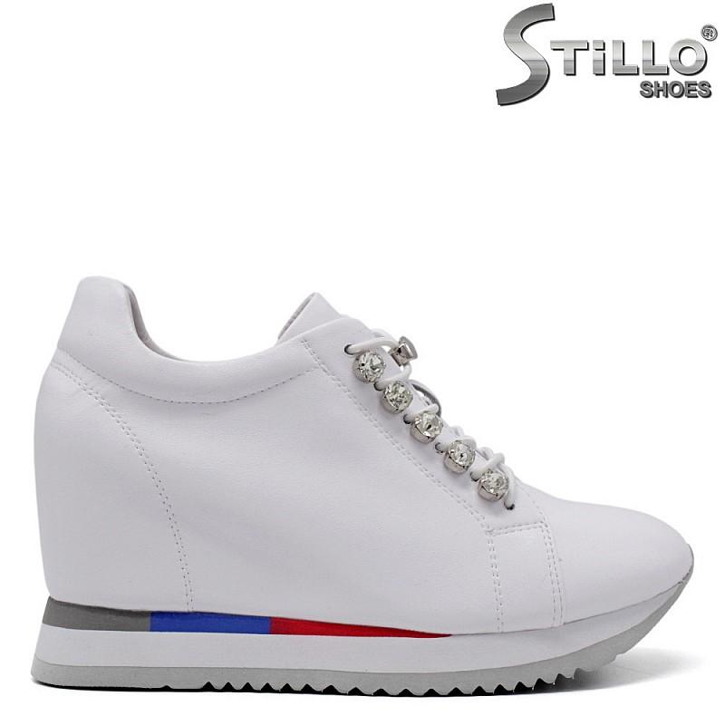 Спортни обувки от естествена кожа с камъни - 34710