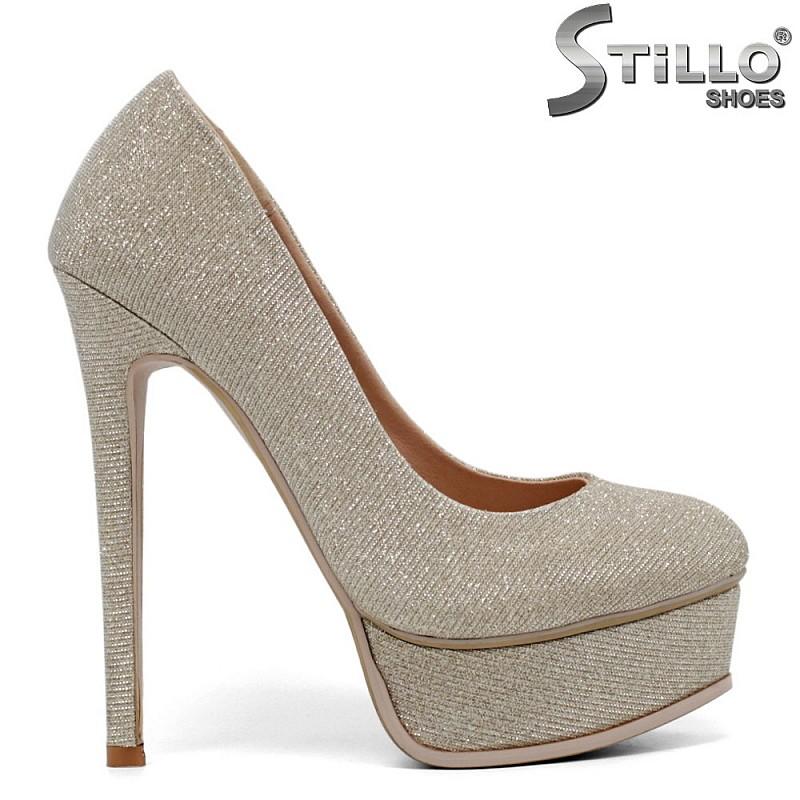 Брокатени обувки на платформа и тънък ток - 34718