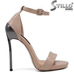 Елегантни сандали на висок метален ток - 34733