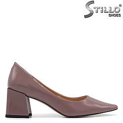 Елегантни обувки в цвят пепел от рози - 34739