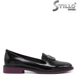 Лачени обувки на нисък ток - 34742
