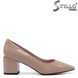 Елегантни обувки в бежов цвят - 34748