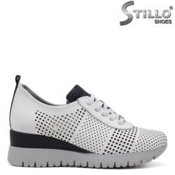 Перфорирани спортни обувки на платформа - 34759