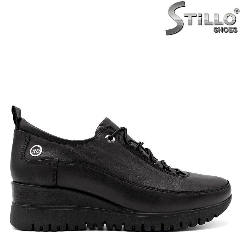 Спортни обувки на платформа с връзки - 34762