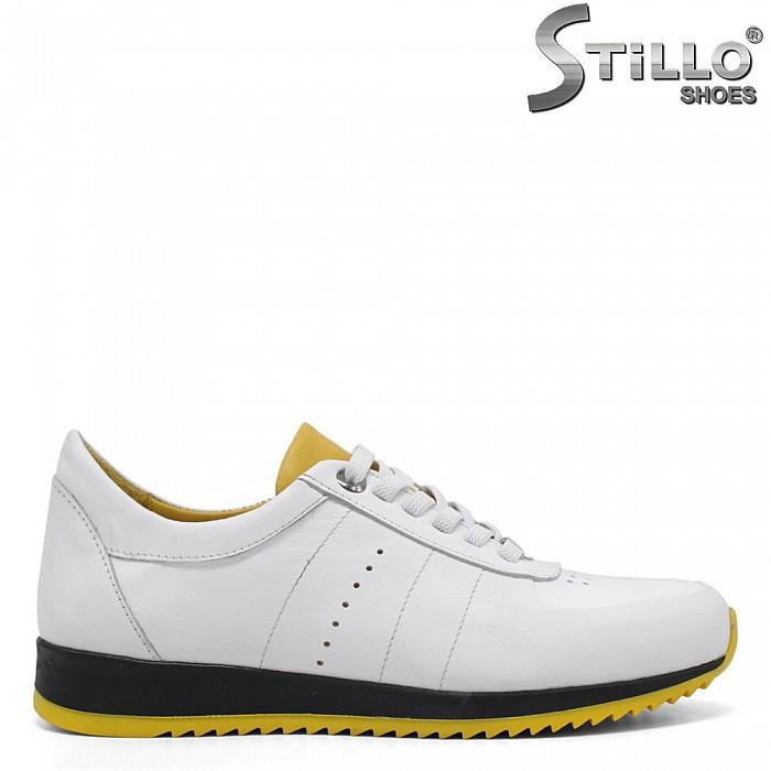 Бели кожени маратонки с жълт акцент - 34763