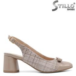 Бежови пепитени обувки на среден ток - 34783