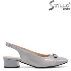Сребристи обувки на нисък ток - 34789