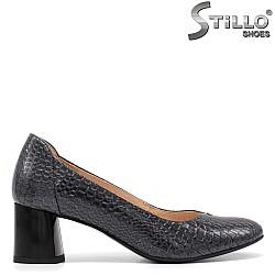 Дамски обувки на среден ток със змийска щампа - 34791