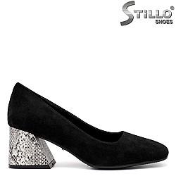 Дамски обувки в черен велур на ток - 34803
