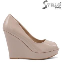 Обувки на висока платформа с отворени пръсти - 34806