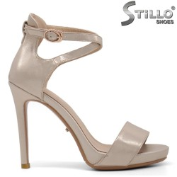 Дамски сандали в златисто на ток - 34817