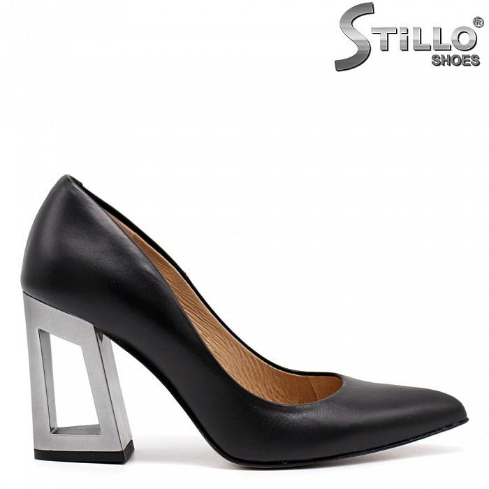 Стилни дамски обувки на широк ток с отвор - 30279