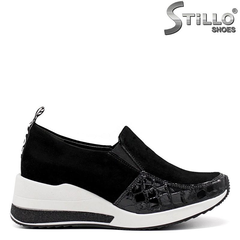 Затворени дамски обувки в лак и велур - 34835