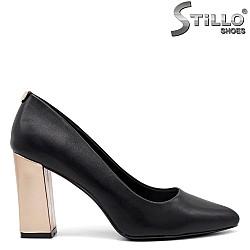 Обувки на висок златист ток - 34846