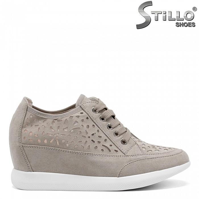 Перфорирани спортни обувки на платформа -  34850