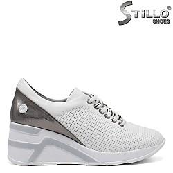 Дамски перфорирани обувки на платформа - 34853