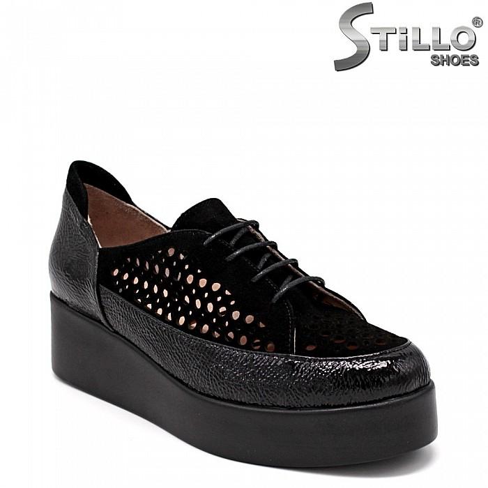 Дамски обувки на платформа с перфорация - 34881