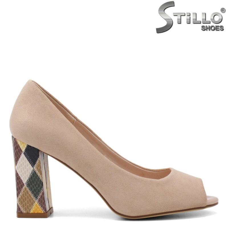 Дамски обувки в бежов велур на цветен ток - 34883