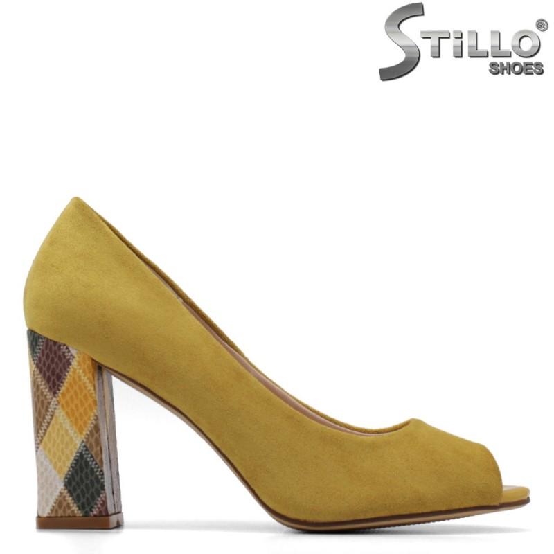 Жълти обувки на висок ток мултиколор - 34885