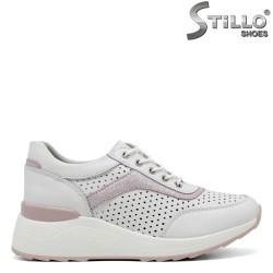 Обувки на платформа в бяло и розово - 34892