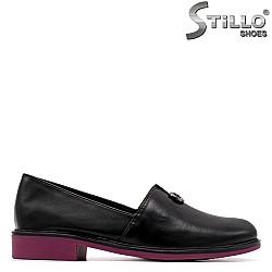 Дамски обувки в черно и лилаво на ниско токче - 34899