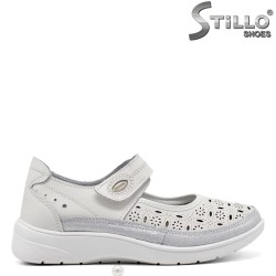 Перфорирани бели спортни обувки от естествена кожа - 34911