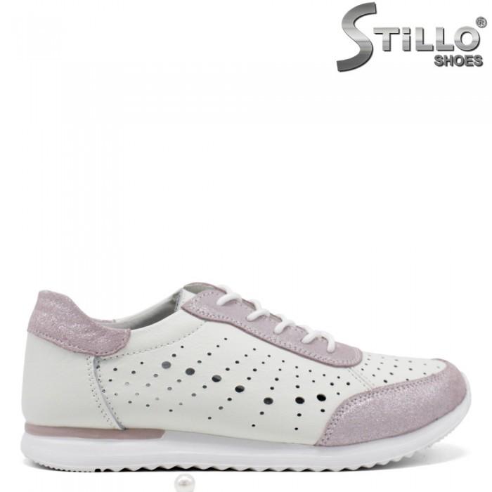 Дамски спортни обувки в бяло и розово - 34915