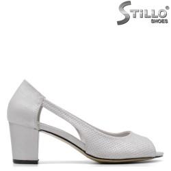 Отворени дамски обувки в сребристо - 34922
