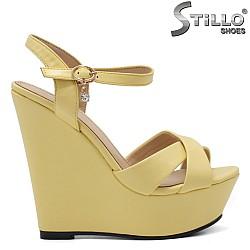 Жълти сандали на платформа - 34934
