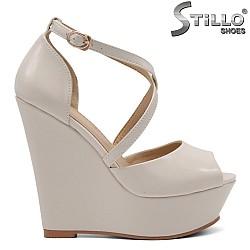 Бежови дамски сандали на висока платформа - 34941
