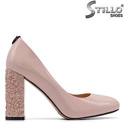 Обувки от розов лак на висок релефен ток - 34952