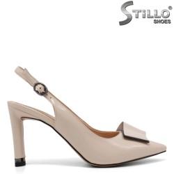 Дамски бежови обувки с отворена пета - 34955