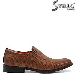 Кафяви мъжки обувки с декоративна перфорация - 34960