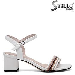 Дамски сандали на среден ток от бяла кожа - 34968
