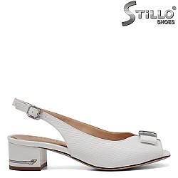 Бели сандали с панделка с отворени пръсти - 34981