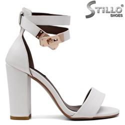Бели сандали на висок дебел ток - 35015
