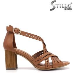 Tamaris кафяви сандали на дебел ток - 35056