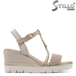 Немски златисти сандали Tamaris на платформа - 35057