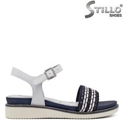 Дамски сандали Тамарис в бяло и синьо на ниска платформа - 35063