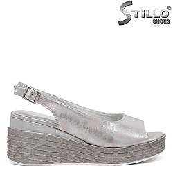 Дамски сандали на платформа в сребърна кожа - 35074